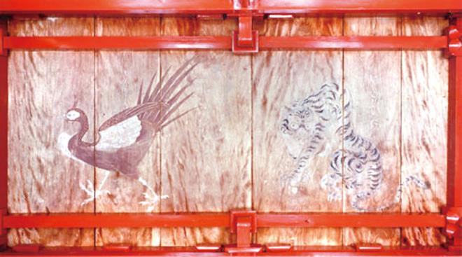 拝殿天井画朱雀と白虎